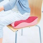 ジャスフィット ホールドクッション ピンク(使用イメージ・ダイニング)