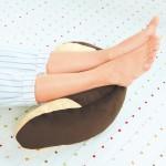 ジャスフィット くつろぎクッション ブラウン(使用イメージ・足枕)